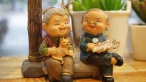 בובות בדמות קשיש וקשישה