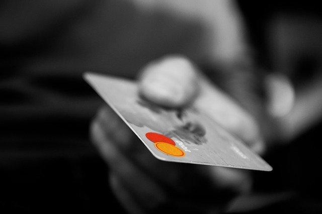 כרטיס אשראי מתגלגל
